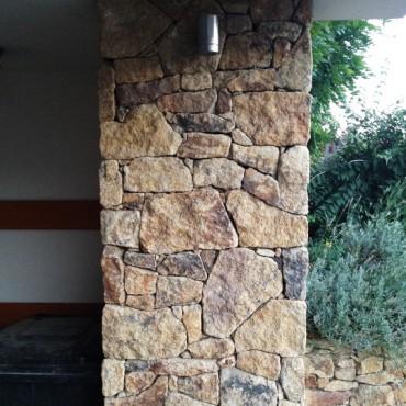 Fassadenverkleidung aus Naturstein - Brown Velvet