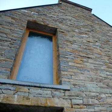 Ausführung einer Fassade aus Naturstein - Gray Element