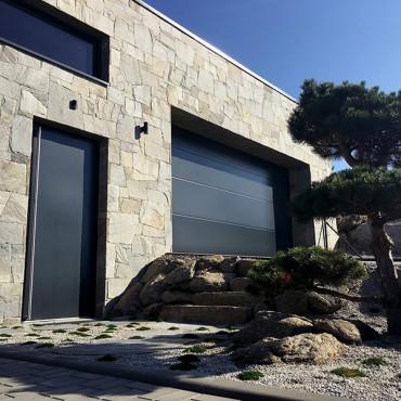 Hause mit Steinfassade - Royal Silver