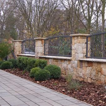 Steinzaun Garten - Golden History